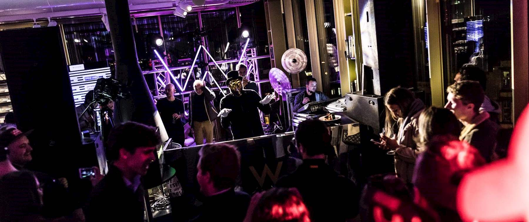 Own the moment at W Lounge